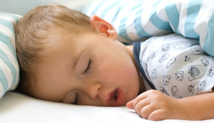 Ребенок храпит во сне: причины детского храпа и рекомендации родителям
