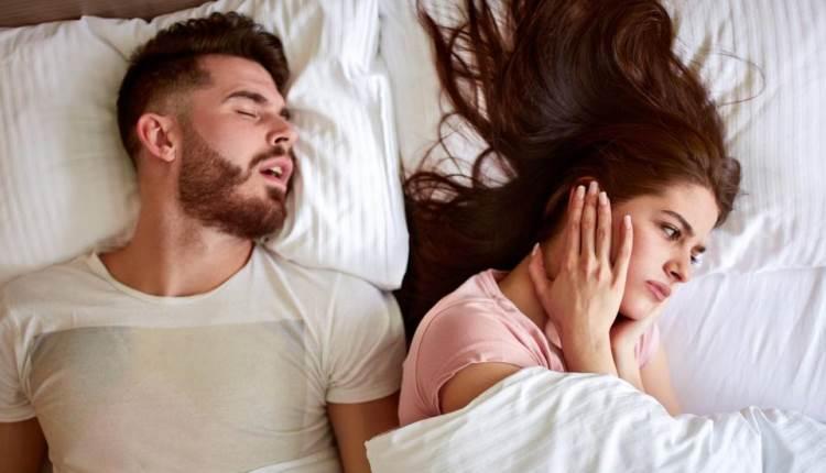 Как уснуть рядом с храпящим человеком